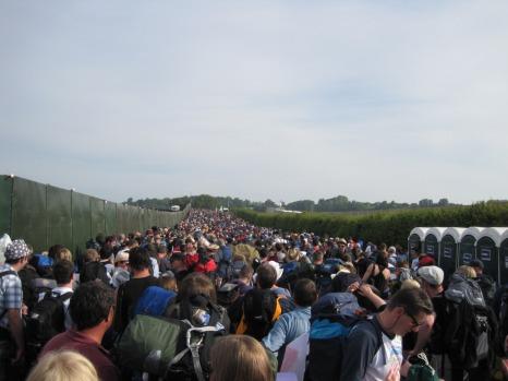 Glasto 2010 WAITING FOR GATES
